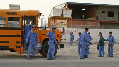 Photo of 232 work sites forced to closed for violating Qatar summer working hours